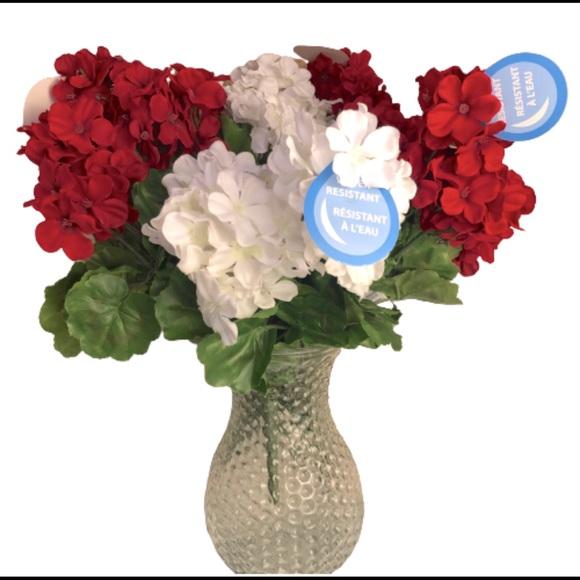 HP🌹 Red & White Bush Artificial Flower Bundle 6